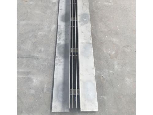 中三缝隙式盖板